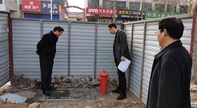 智能消防栓安装工程市住建局领导视察.jpg
